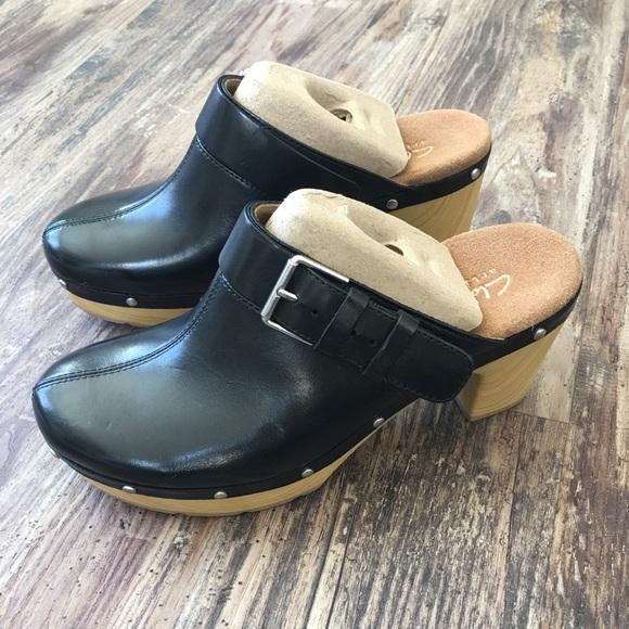 e36aefa3145a NIB Clarks Ledella York Black Leather Mules Clog